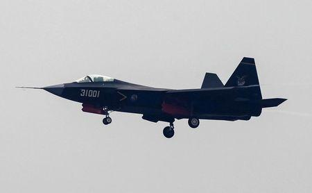 2014-11-11T105307Z_2_LYNXNPEAAA0IT_RTROPTP_2_CHINA-AIRSHOW