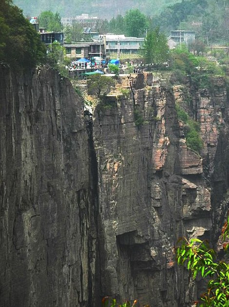 Tourists Stuck On Cliff Road During May Day Holidays