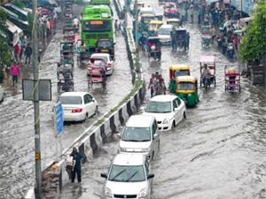 Heavy-rain-causes-waterlogging-traffic-jams-in-Delhi