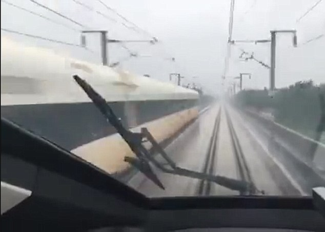 364D036E00000578-3691573-Footage_was_taken_from_inside_one_of_the_trains_in_Zhengzhou_cen-m-7_1468573012632